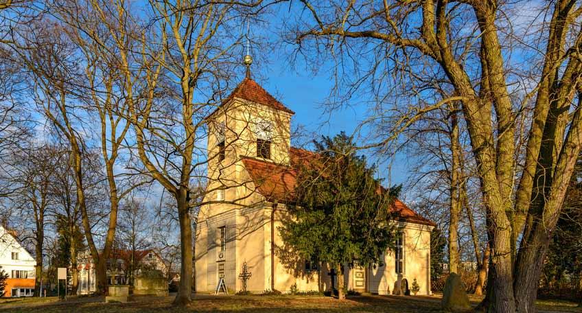 Denkmalgeschützte Dorfkirche in Berlin Alt-Schmöckwitz